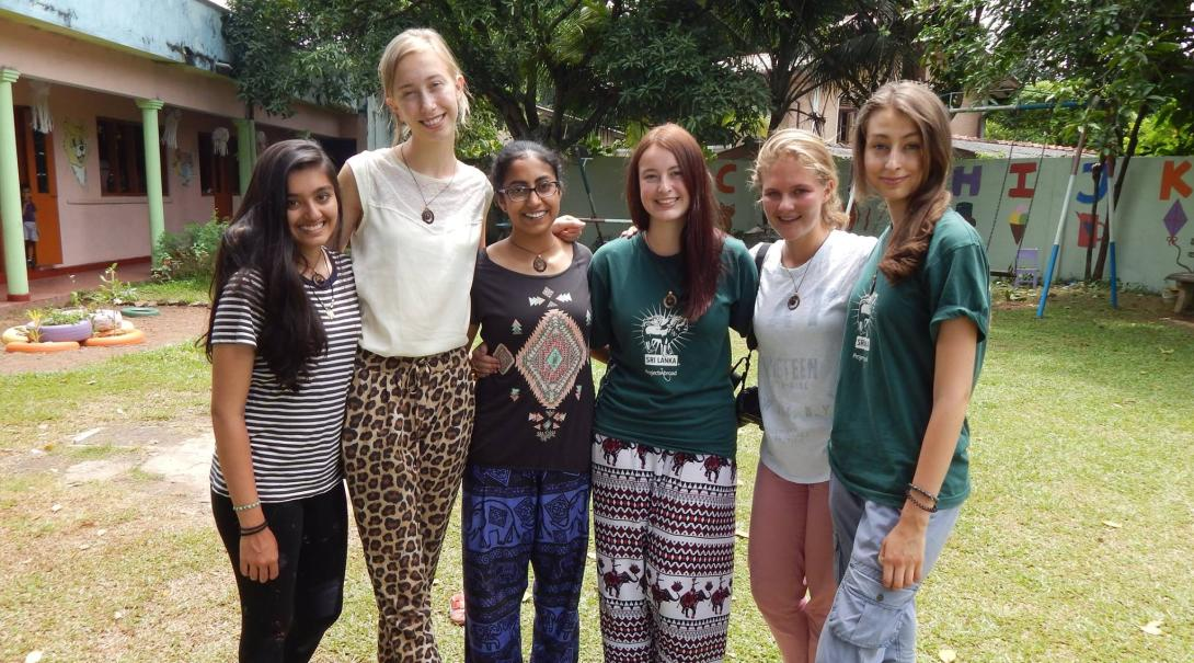Projects Abroad volunteers on the Alternative Schoolies take a group photo in Sri Lanka.